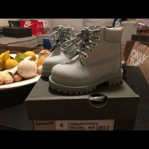 New size 4 Toddler's Timberland baby/light blue